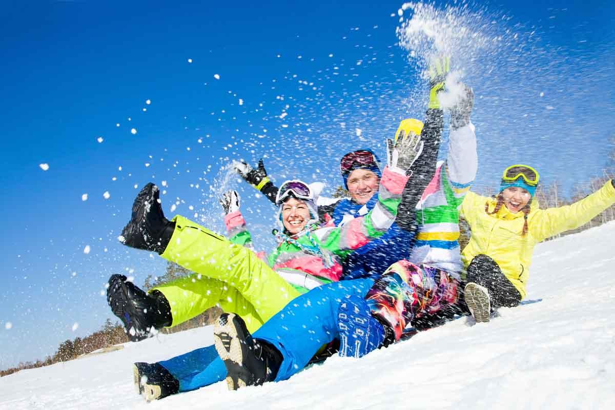 vriendenweekend plezier in de sneeuw