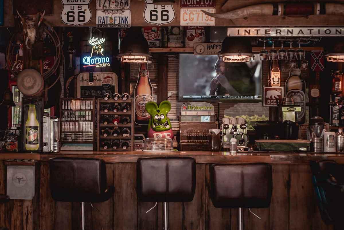 vriendenweekend accommodatie met eigen bar